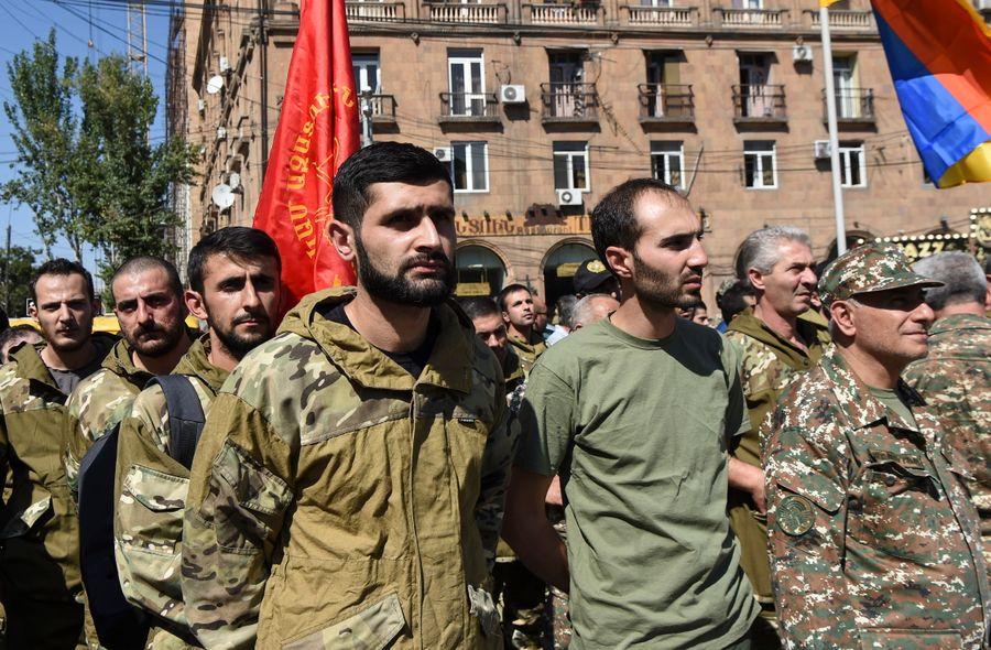 <p>Армянские добровольцы перед отправкой в Нагорный Карабах. Фото © ТАСС / EPA / MELIK BAGHDASARYAN</p>