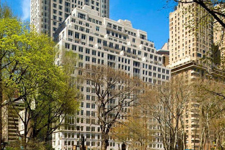 "<p>Фото © <a href=""https://streeteasy.com/building/15-central-park-west-new_york"" target=""_blank"" rel=""noopener noreferrer"">streeteasy.com</a></p>"