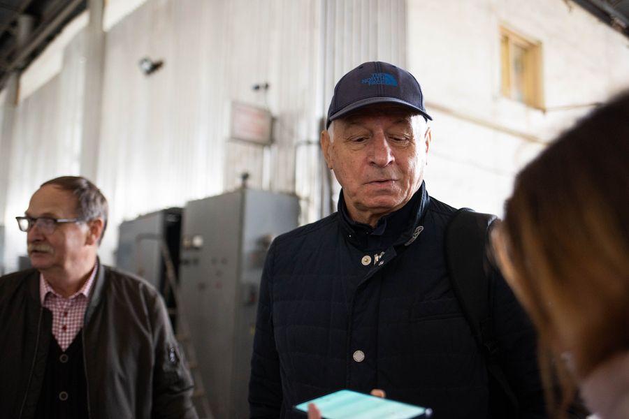 Главный конструктор магнитолевитационного вагона ТП-05 Андрей Галенко (справа). Фото ©LIFE / Стас Вазовски