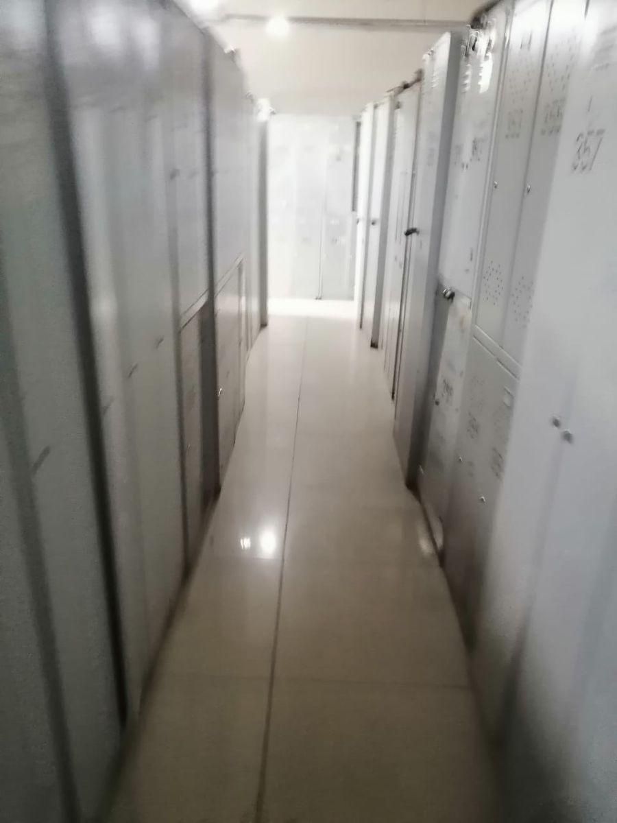 Ящики для одежды есть у меньшей части сотрудников.  Фото предоставлено источником LIFE