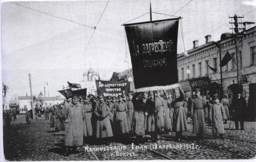 В царской России Первомай был запрещённым торжеством социалистов. Рабочих-демонстрантов отлавливала полиция, шествия запрещали, а митинги разгоняли. Фото © Public Domain