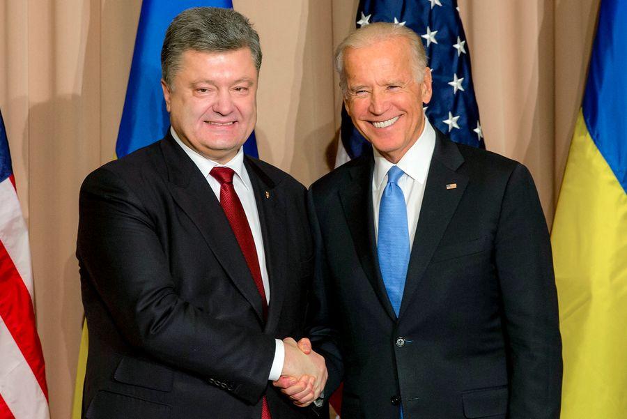 <p>Экс-президент Украины Пётр Порошенко и бывший вице-президент США Джозеф Байден. Фото © ТАСС / Михаил Палинчак</p>