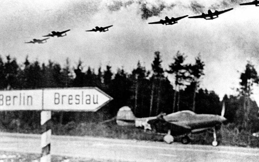 Шоссе Берлин — Бреслау, с которого лётчики дивизии Покрышкина поднимались в бой за Берлин. Фото © Минобороны РФ