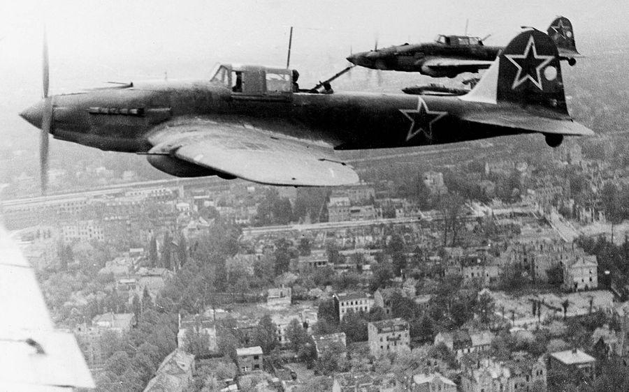 Ил-2 над Берлином. Фото © Минобороны РФ