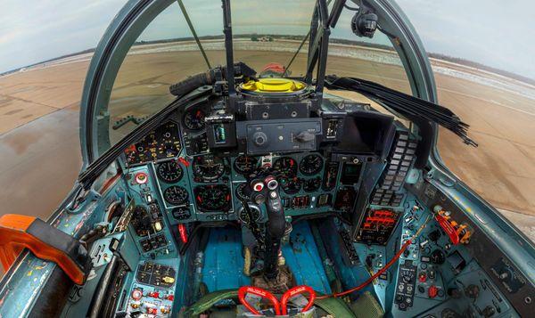 За штурвалом МиГ-29: как выглядит истребитель изнутри