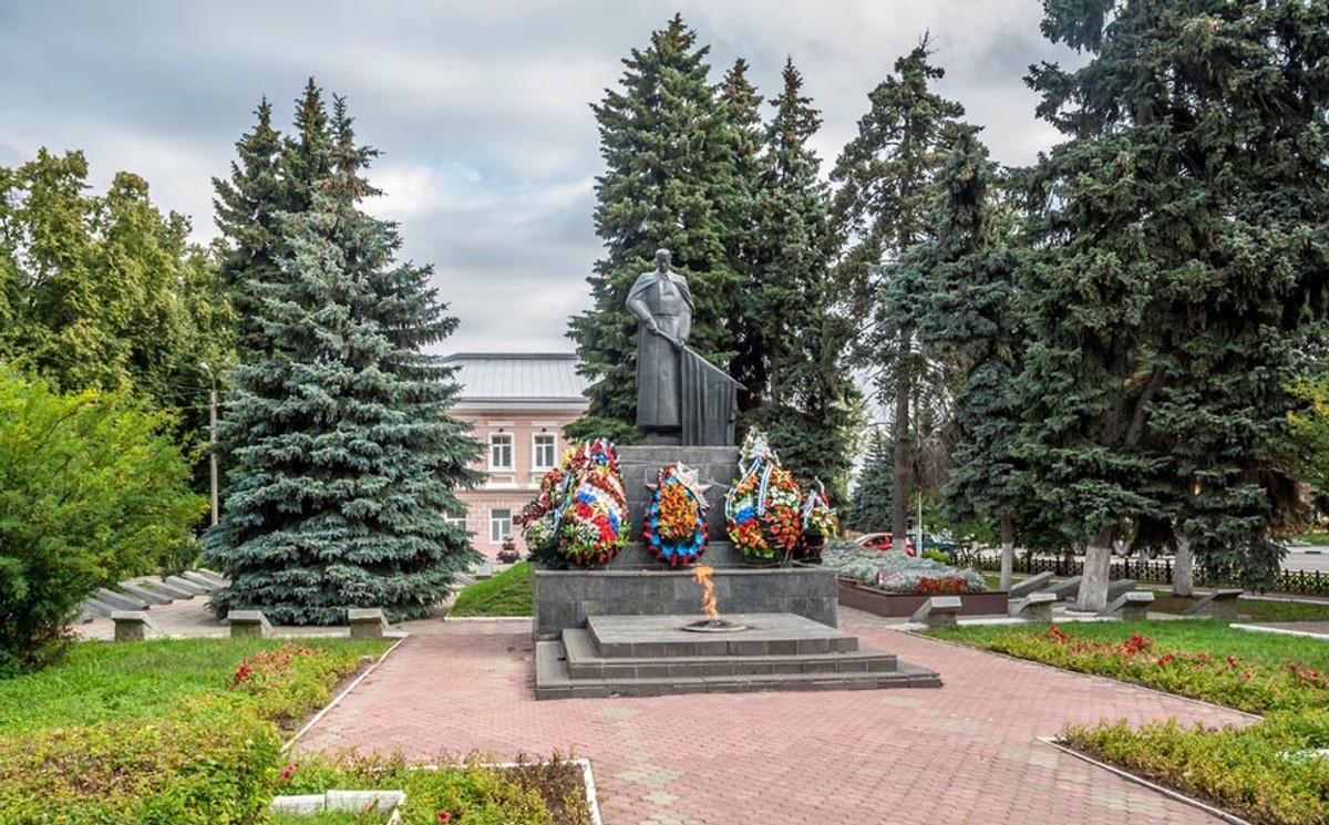"""<p>Фото © <a href=""""https://vesti-lipetsk.ru/novosti/proisshestviya/v-elce-vandaly-oskvernili-memorial-vechnyj-ogon/"""" target=""""_blank"""" rel=""""noopener noreferrer"""">Vesti-Lipetsk</a></p>"""