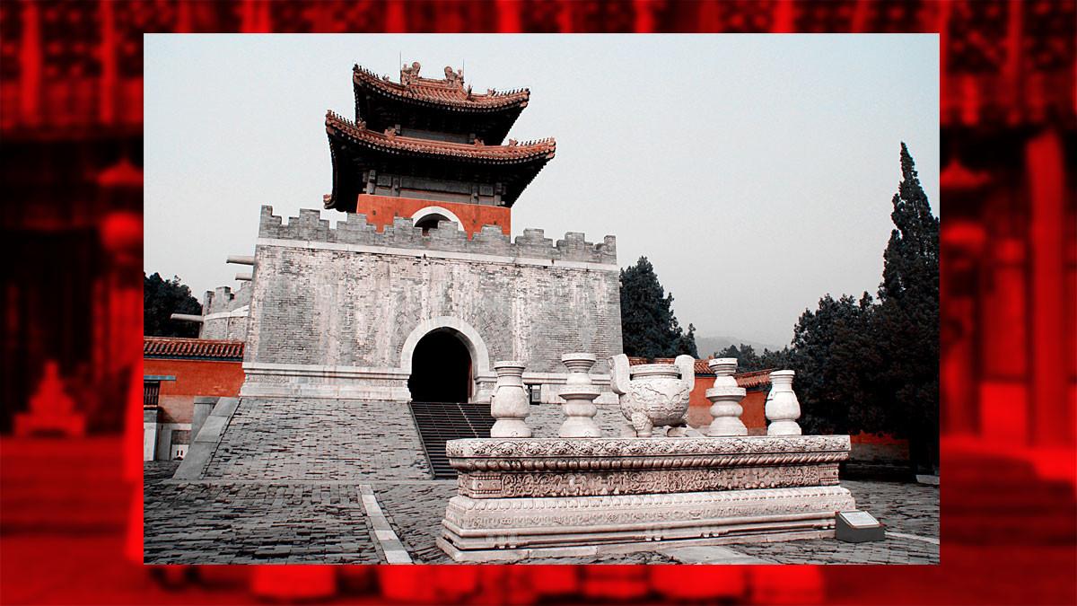 Мемориальная башня гробницы императрицы Цыси. Фото © Wikipedia
