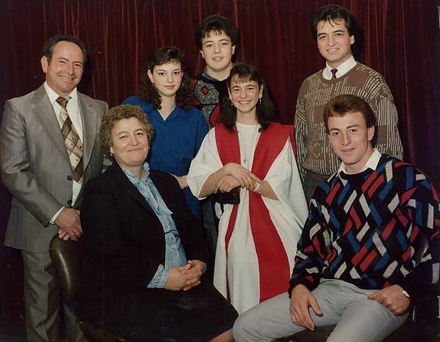 На фото слева направо: Сальваторе, его жена Джузеппина и их пятеро детей: Мария, Тони, Элизабет, Джузеппе и Винс (сидит). Фото © PR Image