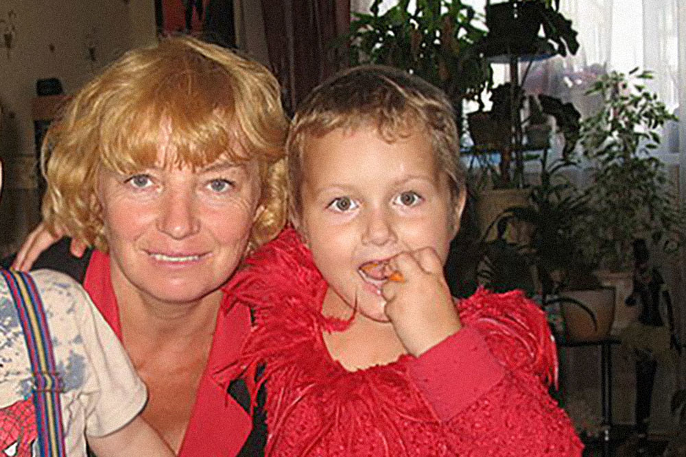 """Марина Мищенко с внучкой Мариной Негребой. Фото © """"Одноклассники"""" / Марина Юдина (Мищенко)"""