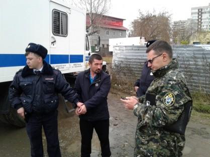 Подозреваемый Марат Ахметвалиев на следственном эксперименте. Фото © СУ СК РФ по Свердловской области