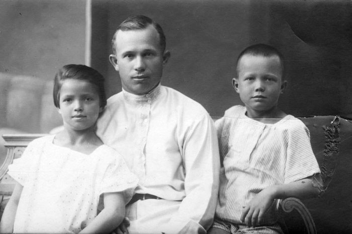 Н.С. Хрущёв с детьми от первого брака — Юлией и Леонидом. / Фото © Культурология