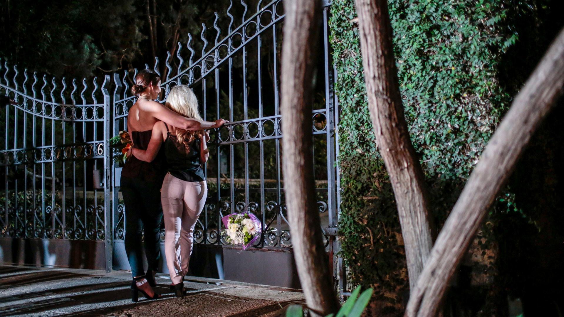 Фанаты у особняка Playboy Mansion. Фото: © REUTERS/ Kyle Grillot