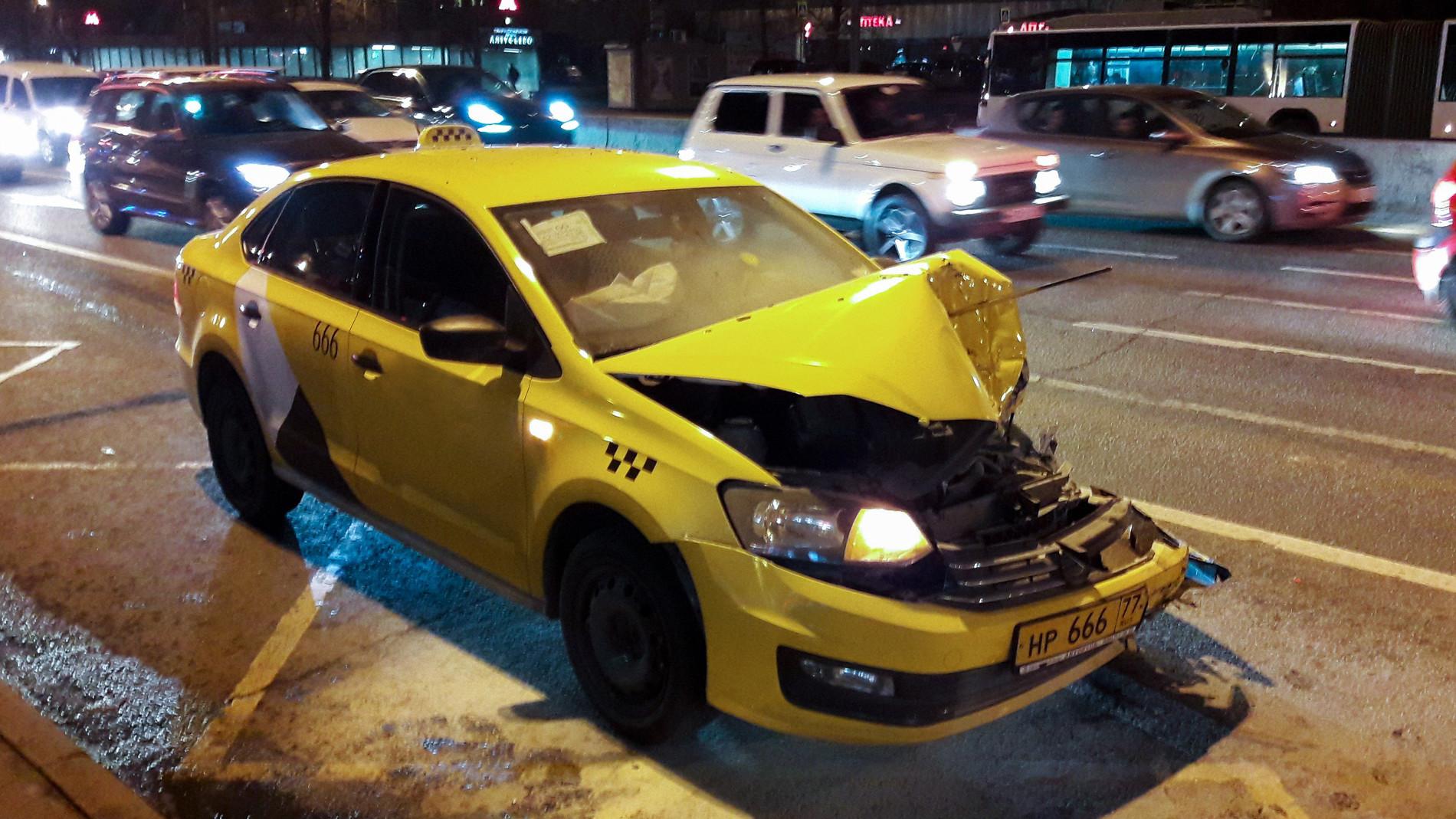 фото разбитых машин таксистов своим другом, обезьянкой