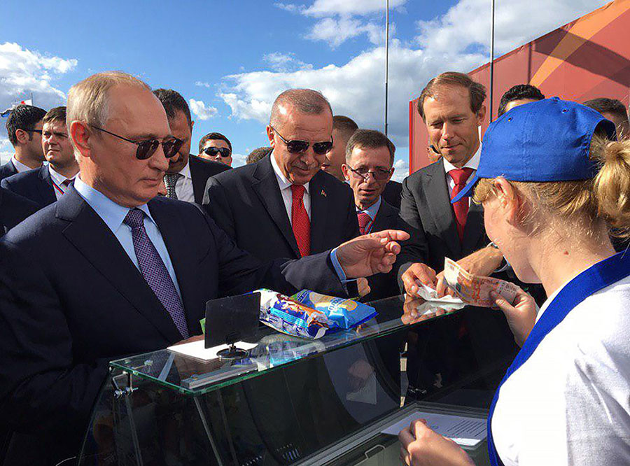 Владимир Путин на МАКС-2019. Фото © ТАСС / Анастасия Савиных
