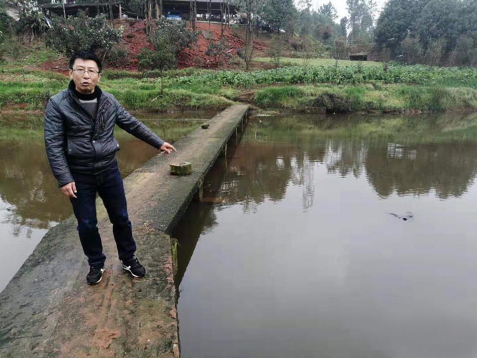 То самое место, где мальчик упал в воду. Фото © AsiaWire