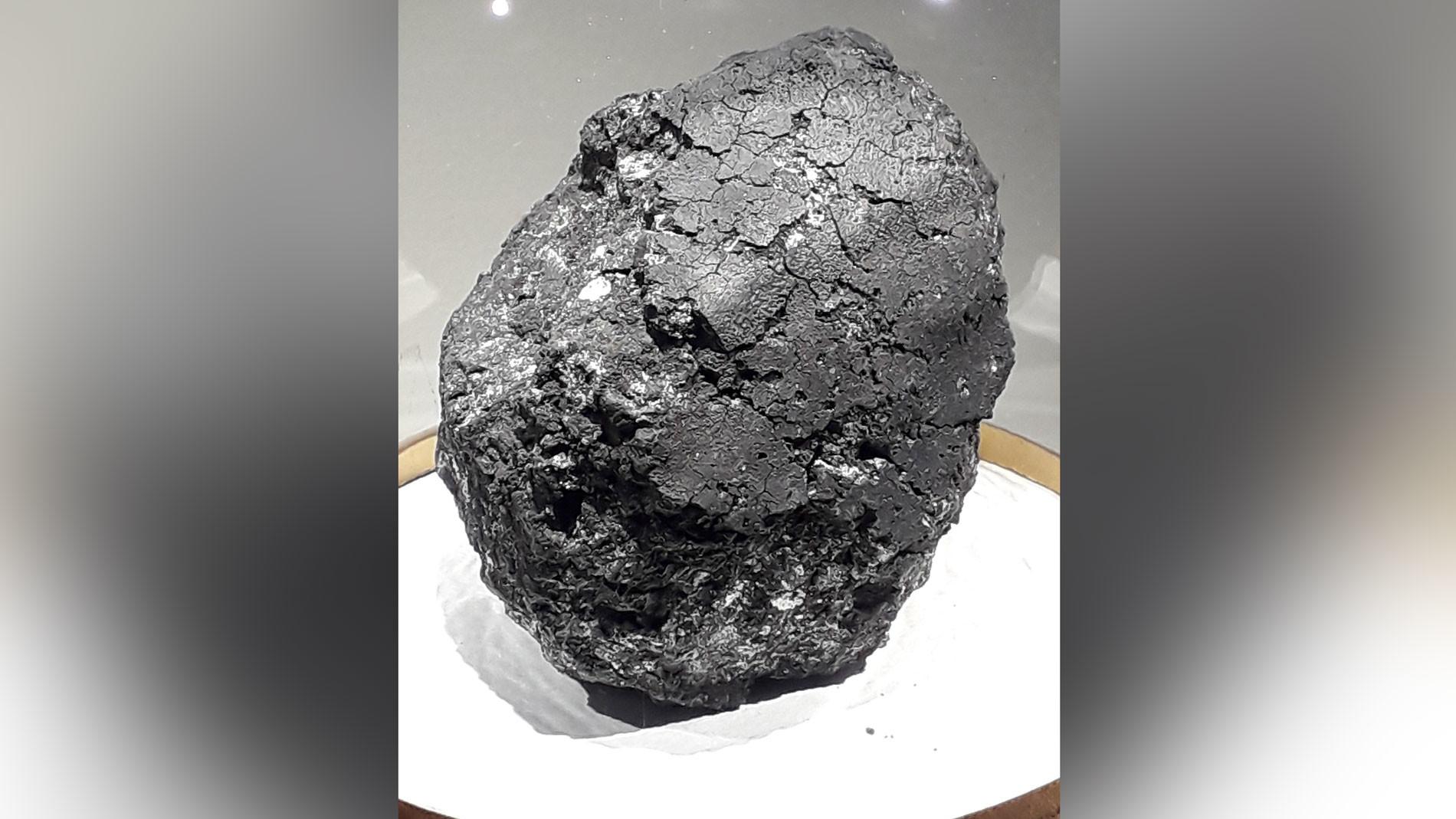 Фрагмент метеорита Оргей из коллекции Национального музея естественной истории в Париже. Фото © Wikimedia Commons
