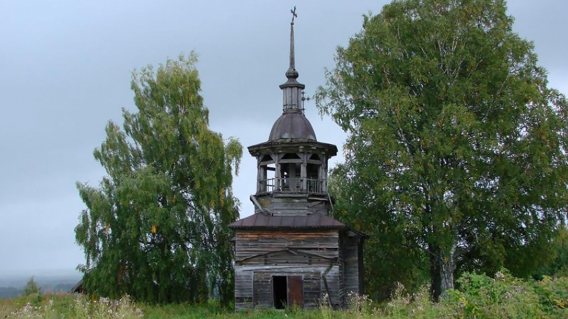 """<p>Фото: &copy;&nbsp;<a href=""""http://obsheedelo.ru/index.php/khramy-i-chasovni/katalog/regionalnye/item/662-chasovnya-v-chest-prokopiya-ustyuzhskogo"""" target=""""_blank"""">obsheedelo.ru</a></p>"""