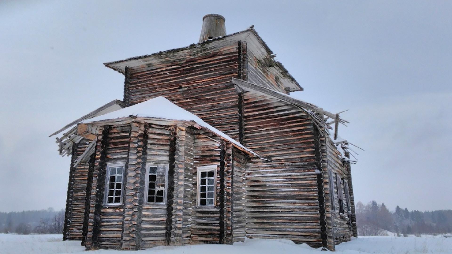 """<p>Фото: &nbsp;&copy;&nbsp;<a href=""""http://obsheedelo.ru/index.php/khramy-i-chasovni/katalog/regionalnye/item/796-khram-svyatitelya-nikolaya-chudotvortsa-v-d-yumizh"""" target=""""_blank"""">obsheedelo.ru</a></p>"""