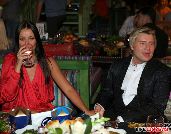 """""""Если б я был султан, я б имел трех жен"""",  - думал Басков,  глядя на подруг именинницы"""