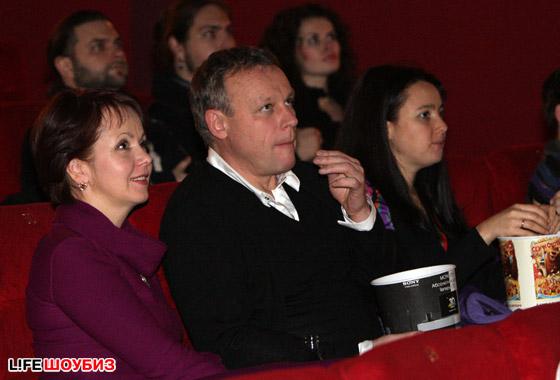 Сергей Жигунов очень увлеченно наблюдал за происходящим на экране