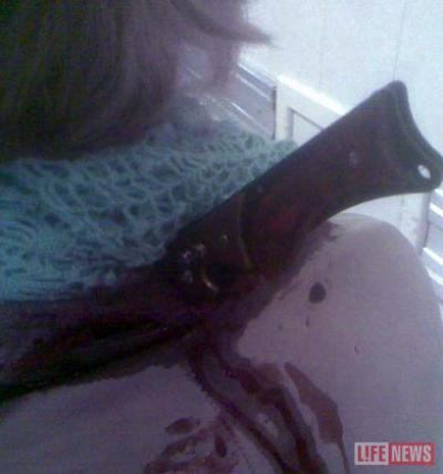 Чтобы извлечь нож одежду пришлось разрезать