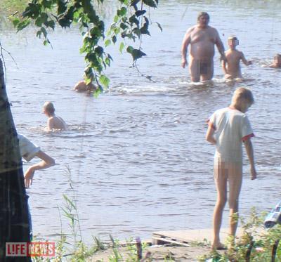 Детутат-педофил купался в озере всегда вместе с ребятами