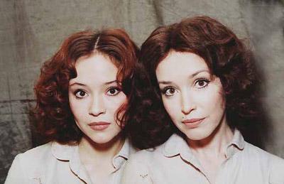 Александра очень похожа на Анну (слева)