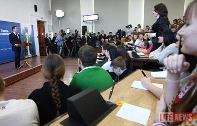 В уютной аудитории президент ответил на вопросы томских студентов