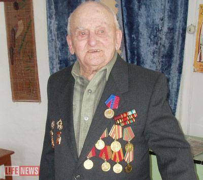Николай Зензеров был удостоен 2 орденов и 16 медалей