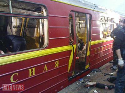 Террористка стояла в момент взрыва рядом с дверью вагона