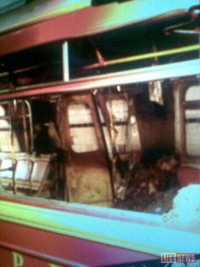 Двери вагона выбило взрывной волной