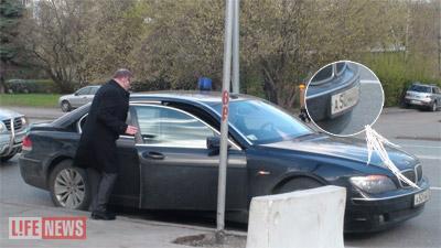 После серии скандальных публикаций в Интернете советник президента ездит на машине с новыми номерами