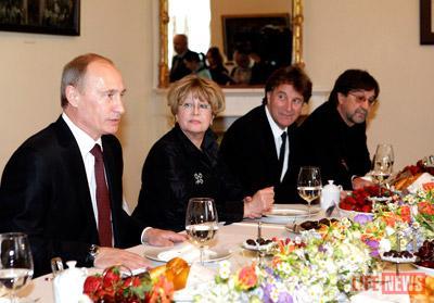 Владимир Путин изучил папку, переданную ему музыкантом-оппозиционером