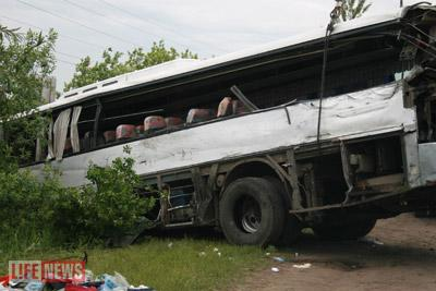 От удара автобус вылетел в кювет