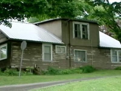 В этом мрачном доме проживала Джин Стивенс