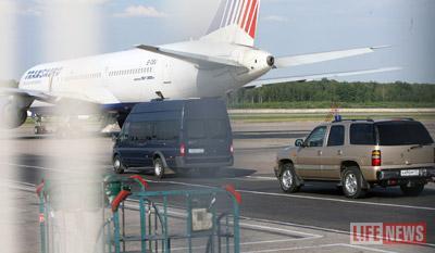 Депортированных увезли из аэропорта на автомобиле ФСБ