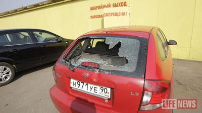 Дебоширы разбили автомобиль владельца ресторана