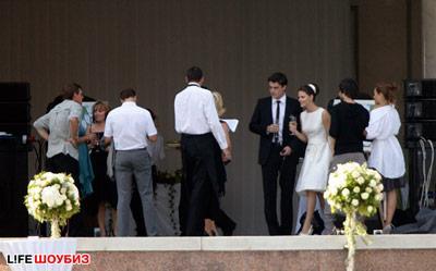 Свадьба Лизы и Максима проходит в самом престижном банкетном зале Северной столицы