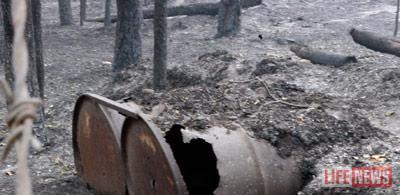 Территория базы покрыта толстым слоем пепла