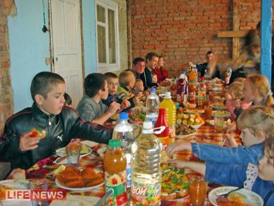 За праздничным столом собрались всего 91 человек
