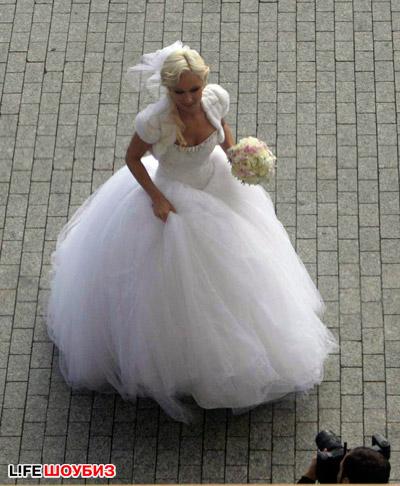 Свадебное платье невесты было похоже на наряд Золушки