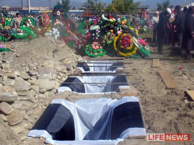 Погибших в ДТП учителей похоронили рядом