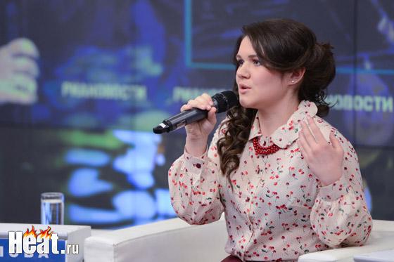 На пресс-конференции Дина представила свой дебютный клип