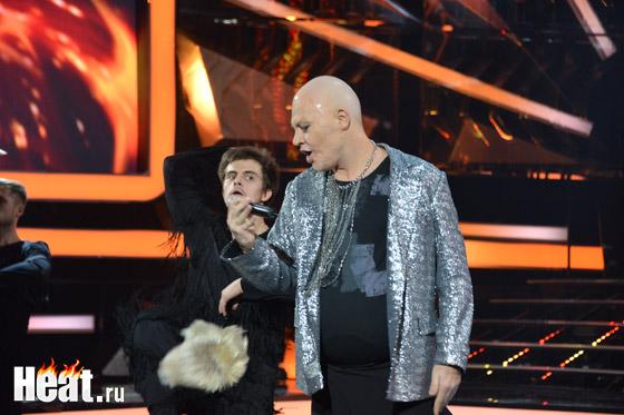 Во время выступления в Алексея упал парик...