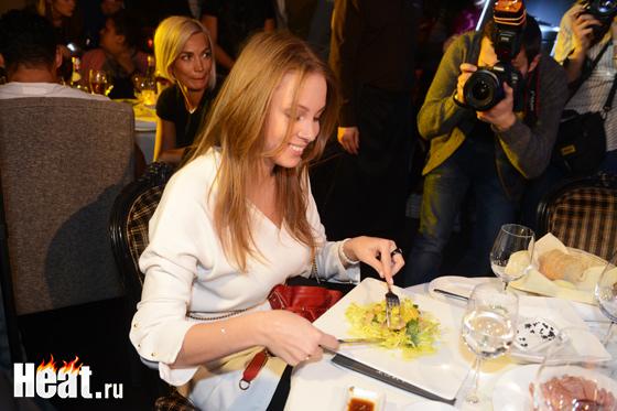 Полина Диброва в еде себя не ущемляет, но все же поддерживает мужа в его поршковой диете
