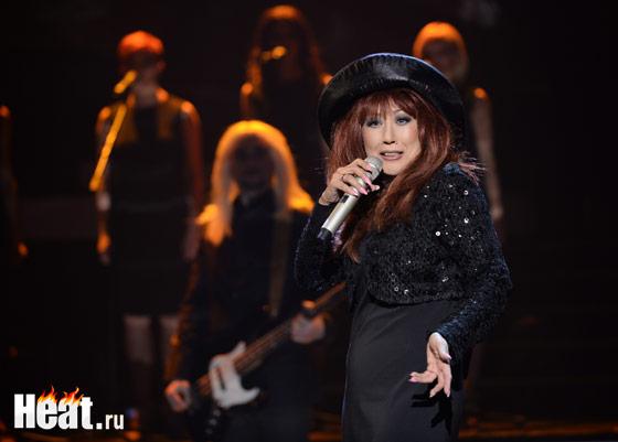 """Анита Цой спела главный хит восьмидесятых - """"Старинные часы"""""""