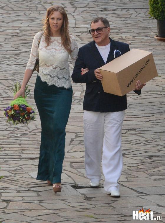 Дмитрий Дибров приехал с женой Полиной