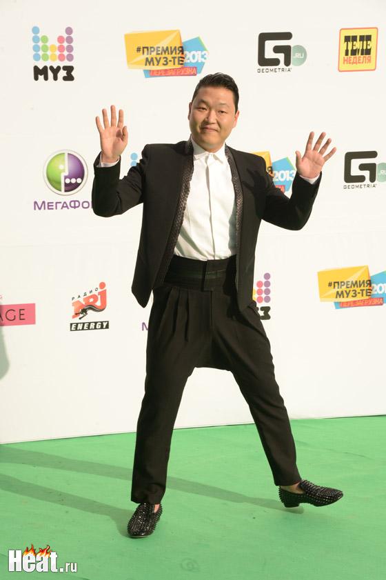 Специальным гостем премии стал корейский рэпер PSY