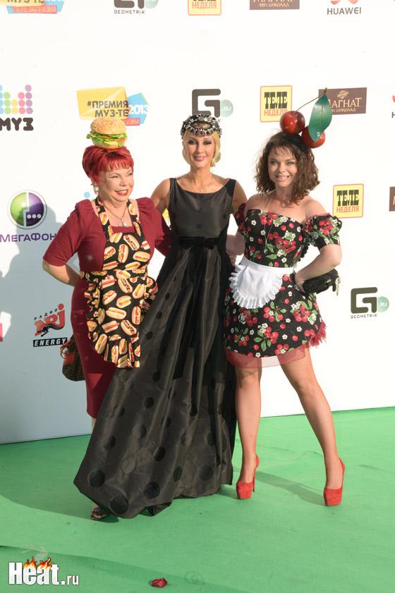 Наташа Королева и Людмила Порывай удивили публику необычными нарядами