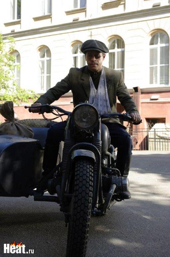 В ленте есть сцена, где Деревянко придется гонять на мотоцикле